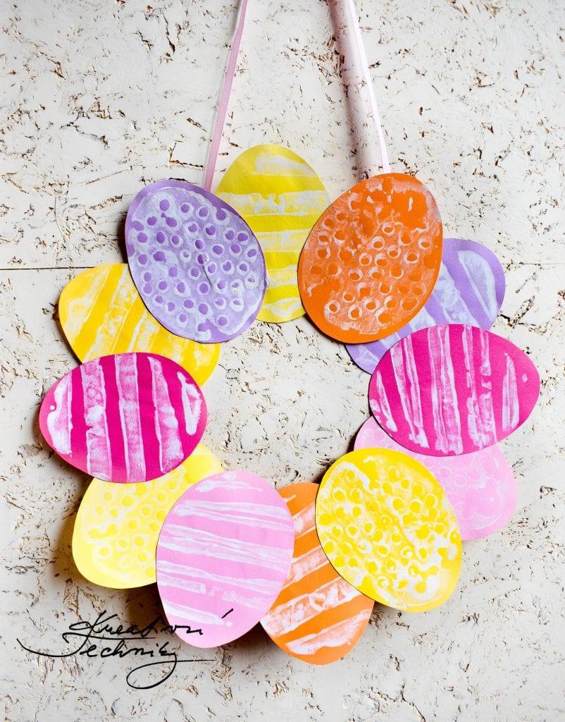 Velikonoční věneček na dveře. Velikonoční věnec. Velikonoční vajíčka. Výroba velikonoční dekorace. Velikonoční výzdoba. Velikonoční dekorace z papíru. DIY. Kreativní tvoření.