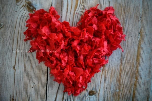 Valentýn: valentýnská dekorace z papíru