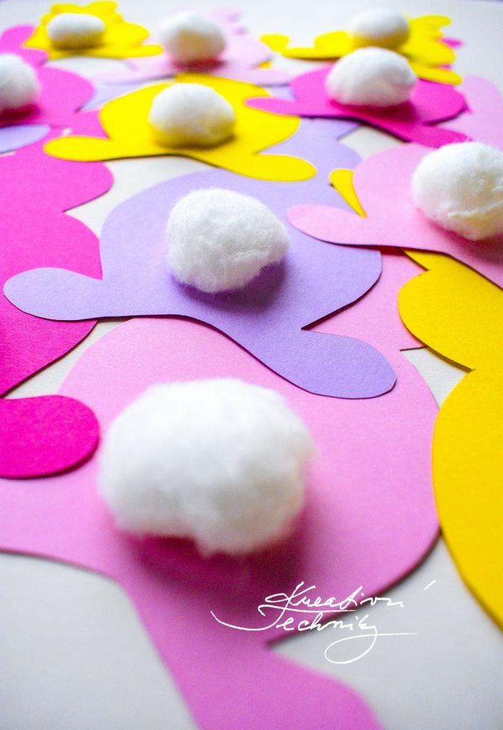 Velikonoční girlanda z papíru.  Výroba velikonoční dekorace. Velikonoční zajíček. Velikonoční králíček. Velikonoční výzdoba. Velikonoční dekorace z papíru. DIY. Kreativní tvoření.
