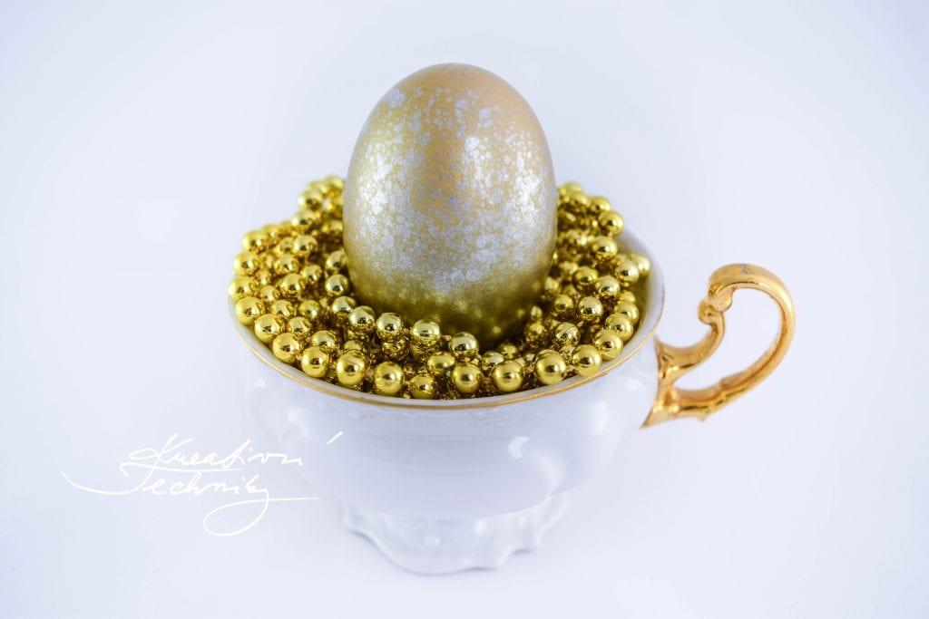 Velikonoční vajíčka. Velikonoční dekorace. Zdobení velikonočních vajíček. Barvení velikonočních vajíček. Velikonoční vajíčko. Výroba velikonoční dekorace.
