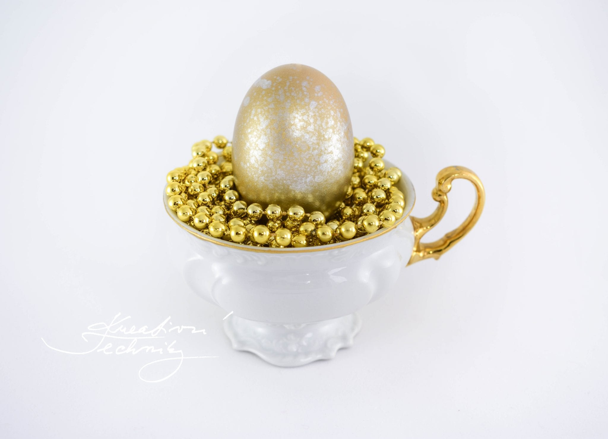 Velikonoční vajíčka. Zdobení velikonočních vajíček. Barvení velikonočních vajíček. Velikonoční vajíčko. Velikonoční dekorace.