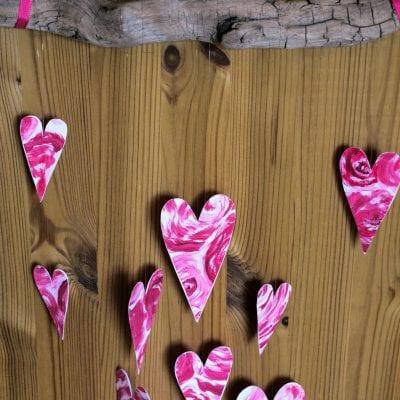 Dekorace na Valentýna: srdíčkový závěs