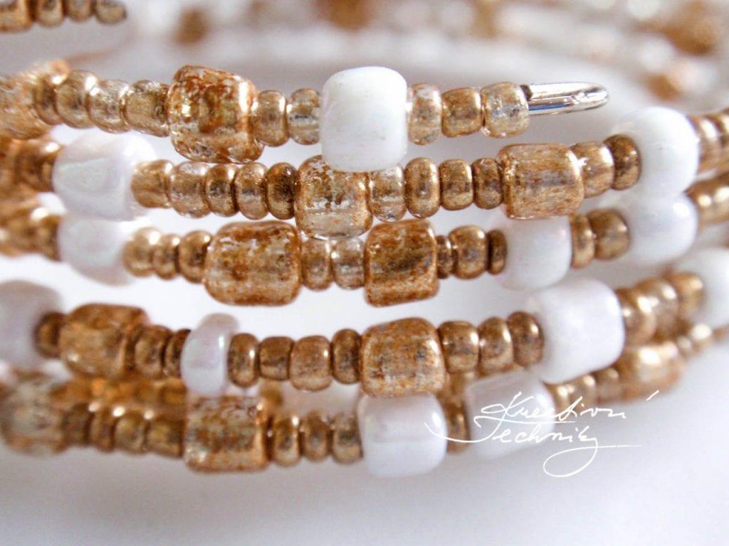 Korálkování návody. Výroba náramku z paměťového drátu. Návody na korálkování pro začátečníky, výroba náramků z korálků návod. Ruční výroba šperků a bižuterie.