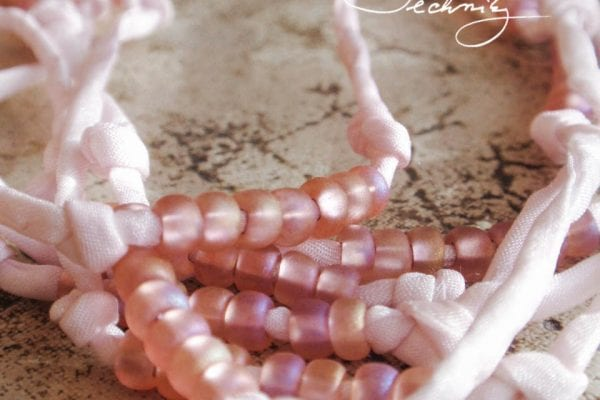 Jewelry making: Necklace made of beads and silk