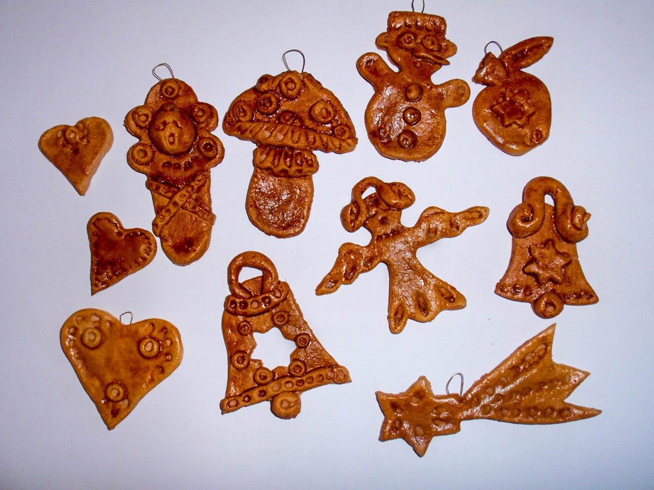 Vánoční ozdoby ze slaného těsta. Výrobky ze slaného těsta a tvoření dekorací na vánoce. Recept na těsto. Inspirace na vánoční tvoření s dětmi.