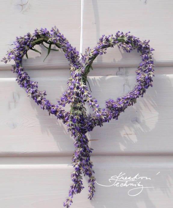 Srdce z levandule. Jak vyrobit dekorace z levandule? Co vyrobit z levandule? Výroba dekorace z levandule. Věneček z levandule. Věnce inspirace.