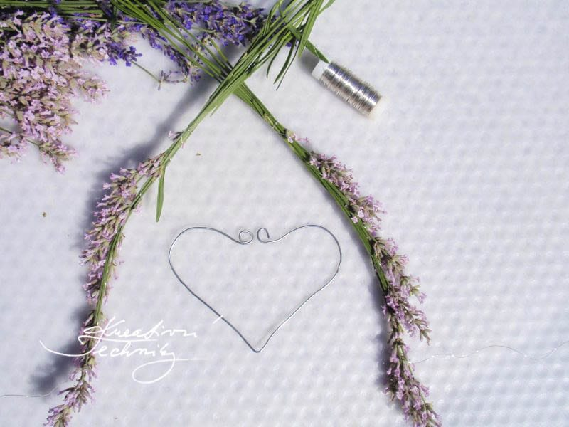 lavender ideas decoration. lavender flowers. diy home decor. lavender wreath. diy decorations. lavender wreath diy. diy decor ideas. growing lavender. DIY lavender decor. Lavender. DIY project. Decorations. Decor. Lavender DIY. lavender garden. lavender ideas.