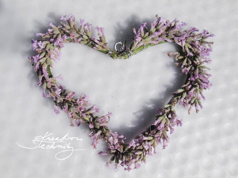 lavender ideas decoration. lavender flowers. diy home decor. diy decorations. Lavender DIY. lavender garden. lavender ideas. diy decor ideas. growing lavender. DIY lavender decor. Lavender. DIY project. Decorations. Decor. lavender wreath diy.