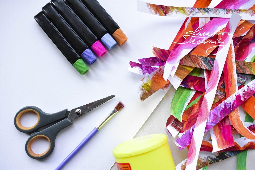 Velikonoční dekorace. Velikonoční králíček. Velikonoční obrázek. Použitý materiál. Výroba velikonoční dekorace z papíru. DIY. Kreativní tvoření.
