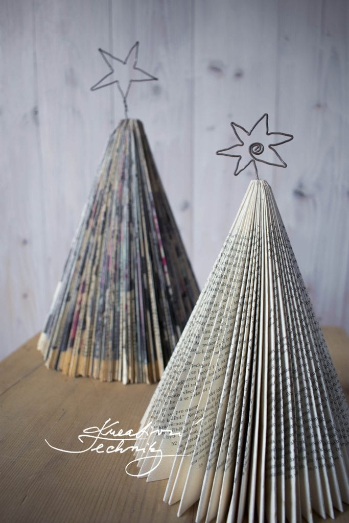Vánoce. Tvoření vánoční dekorace z papíru. Inspirace na vánoční tvoření. Vánoční nápady na tvoření. Návody na tvoření vánoční dekorace z papíru. Výroba vánoční dekorace. Domácí výroba vánočních dekorací. Vlastní výroba vánoční dekorace. Vánoční stromeček z papíru. Vánoční stromek z papíru.