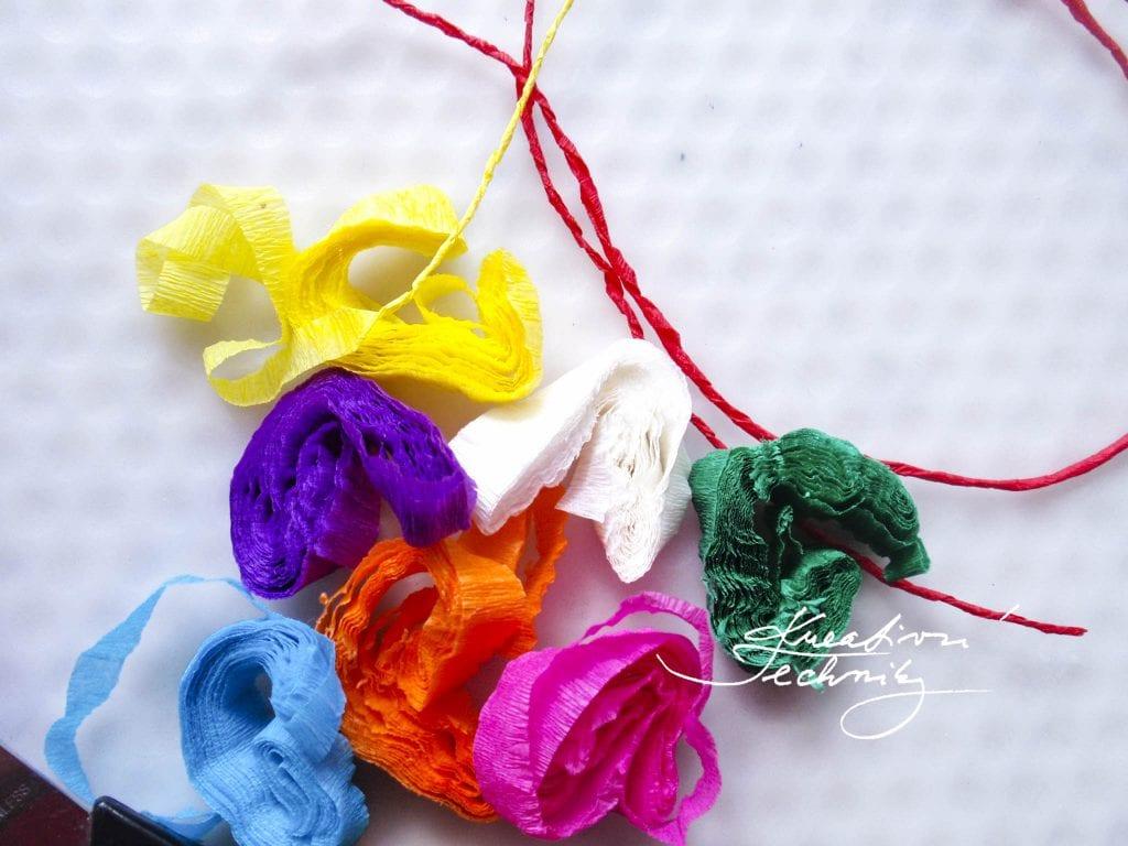 Velikonoční vajíčka. Zdobení velikonočních vajíček.Výrobky z krepového papíru návody. Výrobky z krepového papíru. Tvoření z krepového papíru. Velikonoční tvoření. Tvoření s dětmi. Tvoření s malými dětmi.