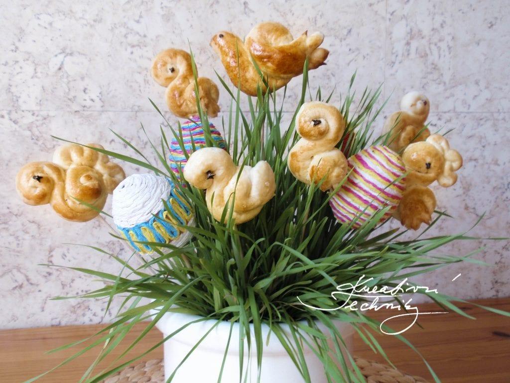 Velikonoční jidáše jako dekorace. Tradice. Tradiční pečivo. Velikonoční jidáše recept. Recept na jidáše. Recept na velikonoční jidáše.
