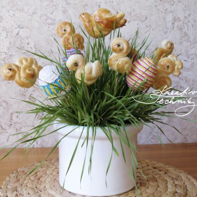 Easter grass: a traditional Easter decoration