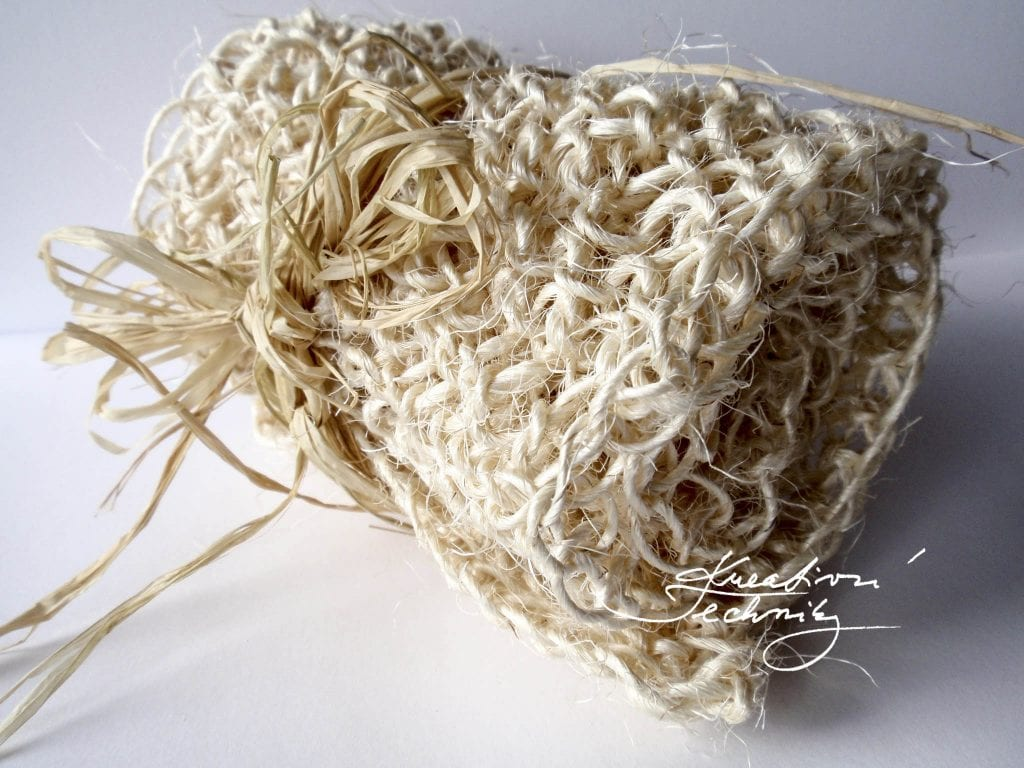 Knitting for beginner. Knitting projects. Knitting patterns free. Knitting patterns for beginners. Step by step tutorial. Sisal DIY. Sisal crafts.