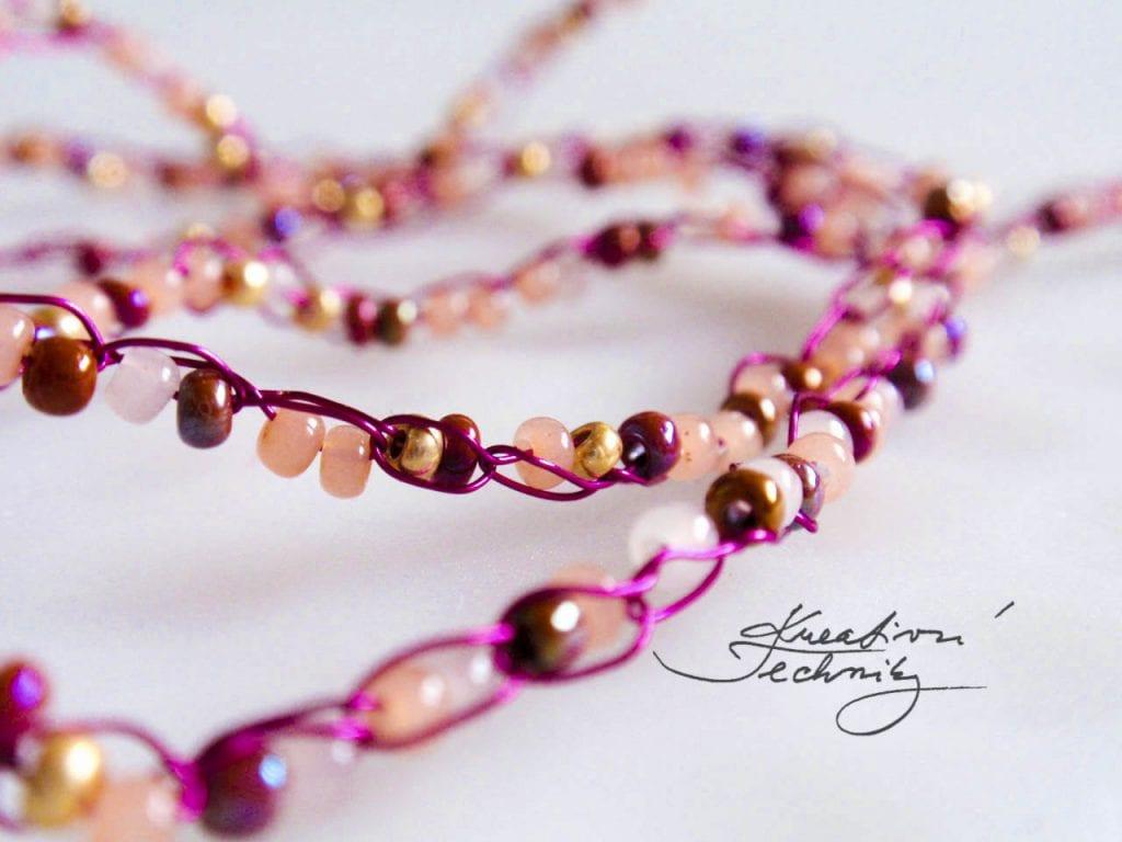 Háčkování z korálků. Výroba náramků. Korálkování, ruční výroba šperků z korálků.. Kreativní tvoření, DIY, návody, nápady, inspirace... Háčkovaný náramek. Háčkovaný šperk.