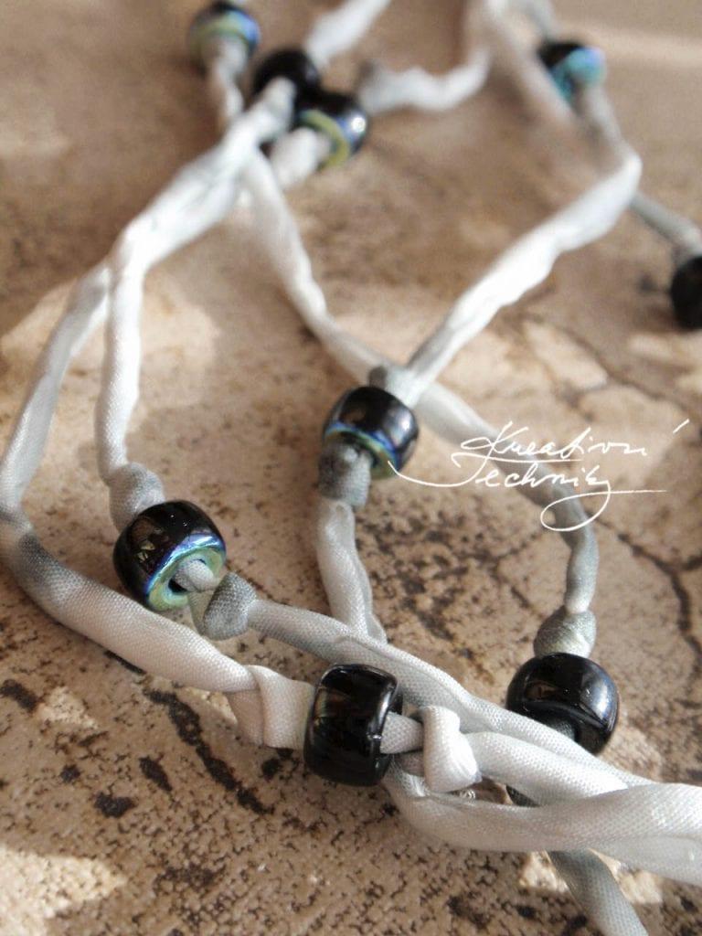 Návody na kreativní tvoření zdarma. Domácí výroba šperků a bižuterie. DIY návody, nápady, inspirace. Originální náhrdelník, krásný ručně vyrobený dárek.