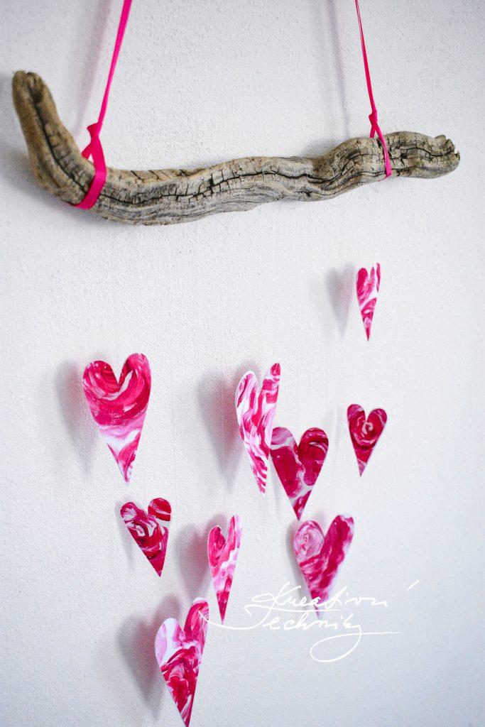 Dekorace na Valentýna. Výzdoba na Valentýna. Dekorace z větví. Valentýnské tvoření. Svatý Valentýn. Diy, výroba vlastní originální dekorace. Vyrobíme si doma.