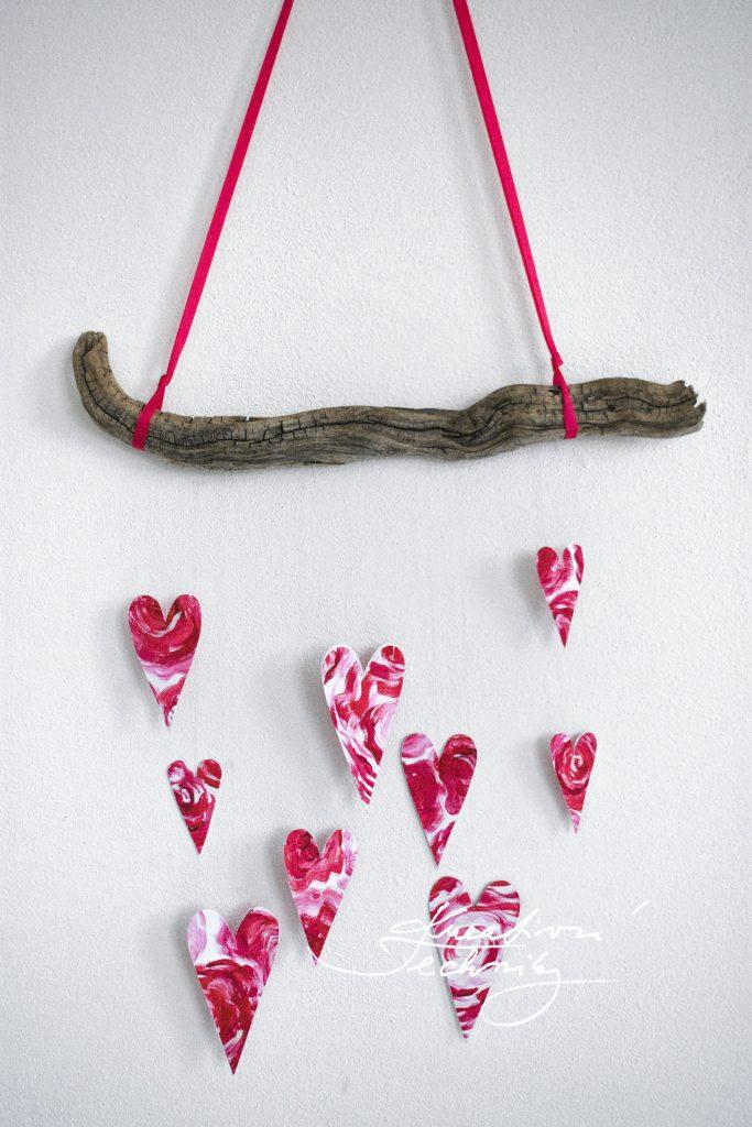 Dekorace na Valentýna. Valentýnské tvoření. Svatý Valentýn. Diy, výroba vlastní originální dekorace. Vyrobíme si doma. Dekorace z větví. Srdce.