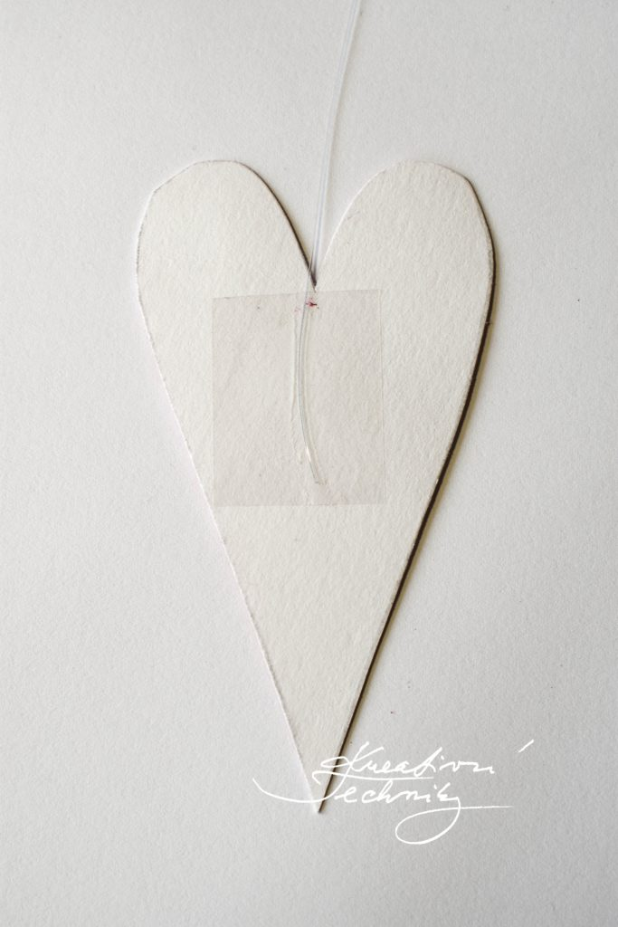 Valentine's Day DIY. Valentine's Day Crafts. Valentine's Day decoration. Heart motif. Valentine's Day Heart. Valentine's Day decor DIY. Heart curtain.