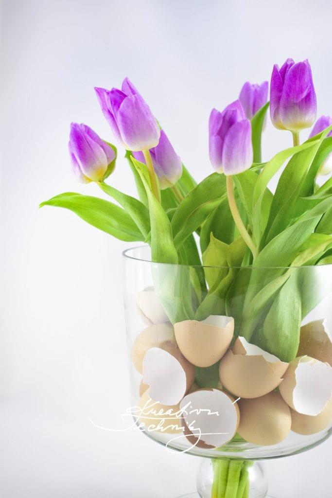 Velikonoční dekoraci můžeme vytvořit z větší skleněné nádoby nebo mísy. Velikonoční dekorace domácí výroba, dekorace do skleněné vázy, dekorace do vázy