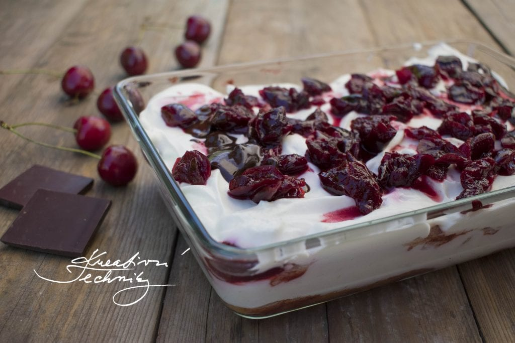 No bake sour cream cake with cherries