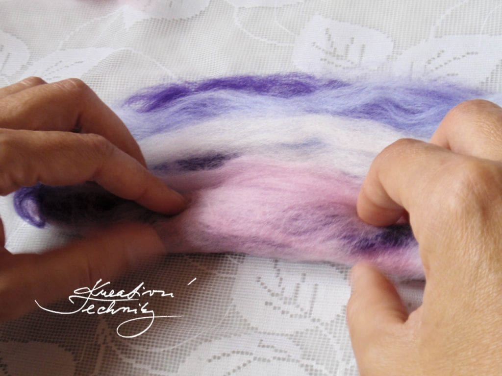 Wet felting, tutorial for wet felting. Felt. Free tutorials on creative crafts. Creative instructions. DIY tutorials and ideas. Handmade tutorials and procedures. Manufacture of jewelry and jewelry making.