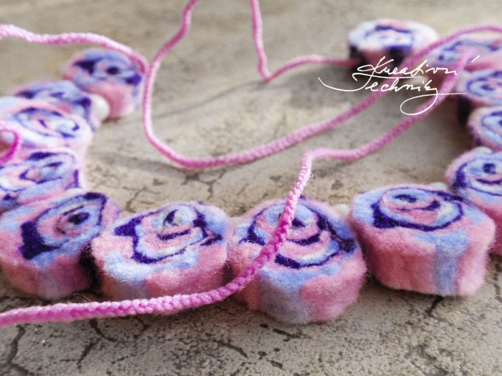 Wet felting tutorial. Felt. Instructions for felting. Tutorials for creative crafts. Free tutorials. Handmade. Creative tutorials, DIY tutorials, ideas, inspiration.