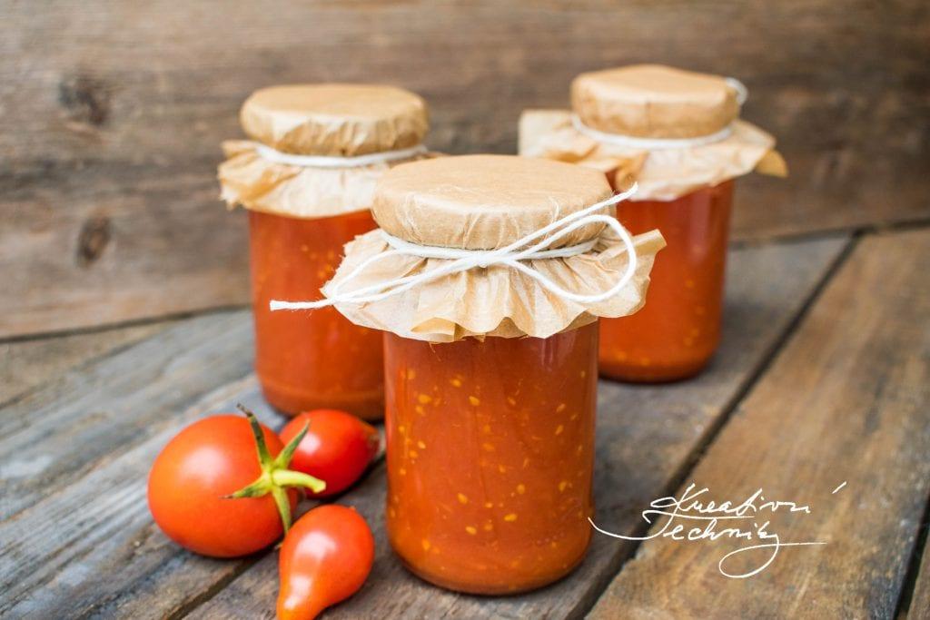 Připravte si domácí kečup! Vyzkoušejte náš recept na domácí kečup! Máte na zahrádce přebytek rajčat a přemýšlíte, jak je uchovat? Recept na domácí kečup z rajčat. │recept na nejlepší domácí kečup│recept na domácí kečup│domácí kečup recept│výborný domácí kečup│kečup z rajčat│kečup recept│#kečup #recept