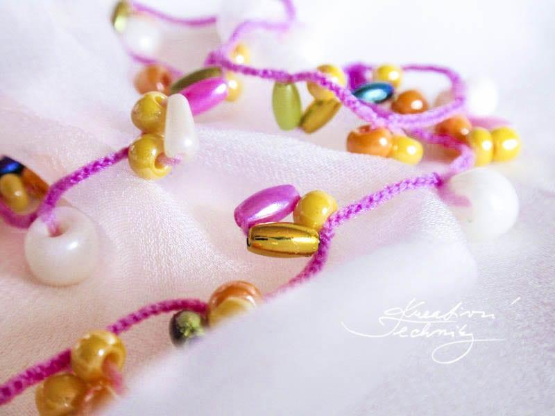 Korálkování návody.. Háčkované šperky s korálky. Háčkování návody. Háčkování z drátku. DIY. Kreativní tvoření. Šperky, bižuterie, korálky. Ruční práce.
