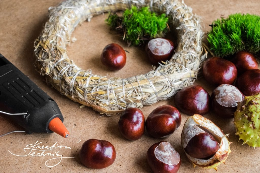 Chestnut wreath, Moss, Chestnut, Autumn DIY, Autumn decoration, Autumn Creating, Homemade decor, Front door decoration.