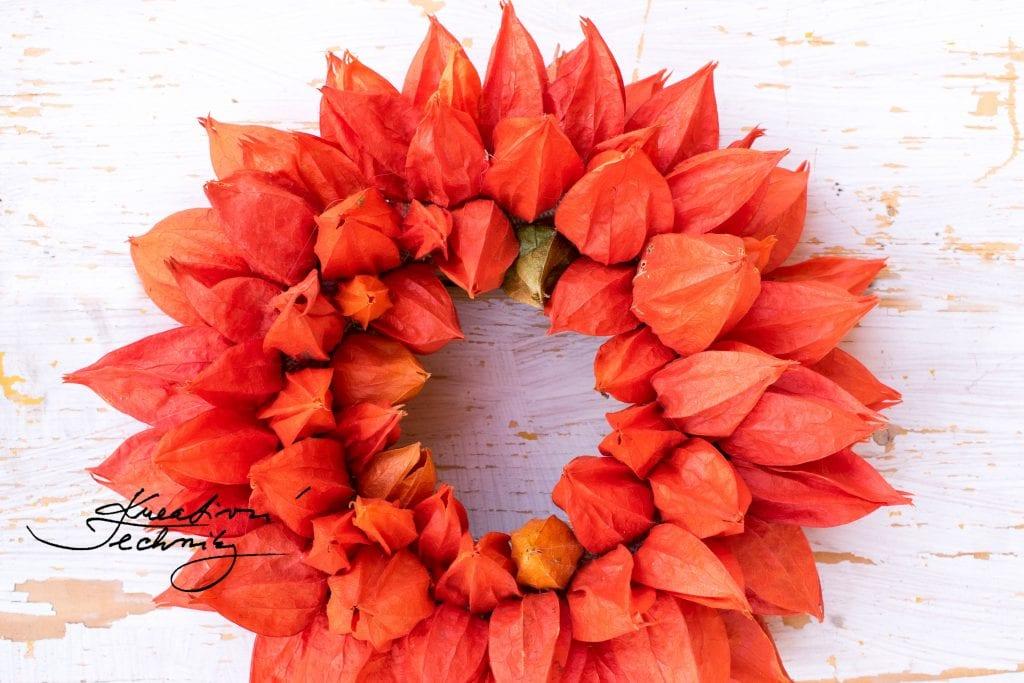 Podzimní dekorace na dveře. Podzimní dekorace.  Mochyně. Dekorace z mochyně. Věnec z mochyně. Lampionky. Mochyně židovská. Podzimní výzdoba. Věnec na dveře. Podzimní věnec. Podzimní věnec na dveře