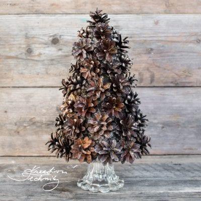 Vánoční stromeček ze šišek