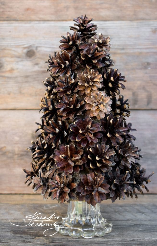Pine Cone Christmas Tree. Pine Cone Tree. Christmas DIY. Christmas Ideas. Christmas Crafts. Christmas Decorations. Easy DIY. Natural Decorations.