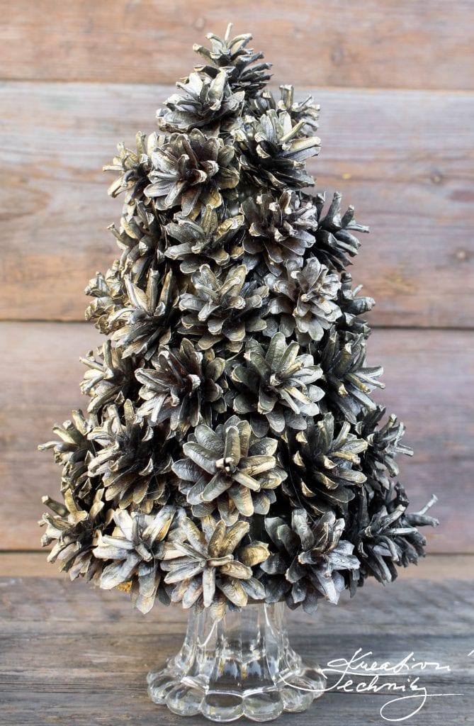 Christmas Decoration. Christmas Tree. Christmas DIY Ideas. Pine cone Christmas tree. Pine cone Tree. Pine Cone Decoration. Christmas Easy DIY.