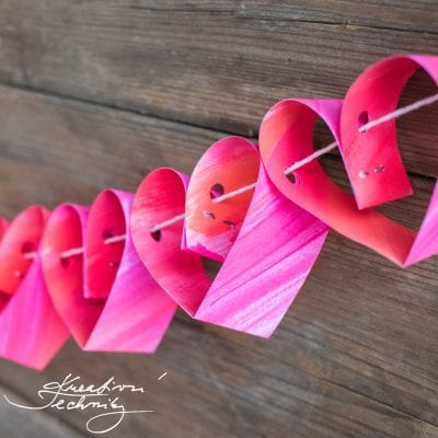 Valentine's Day Decoration: heart garland