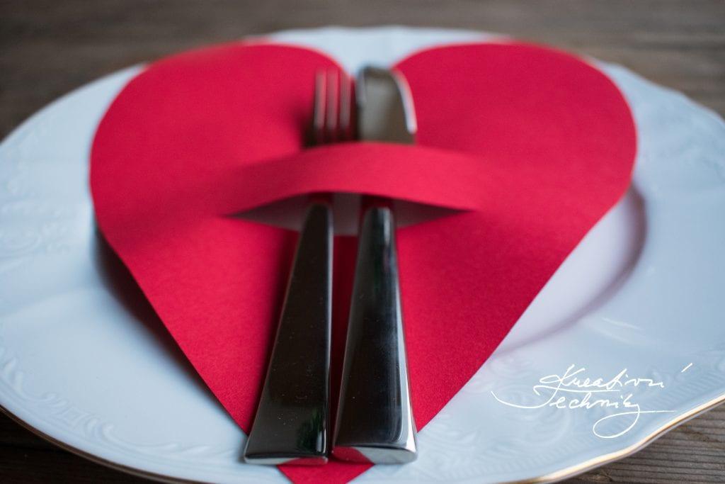 Valentýn, Svatý Valentýn, DIY, valentýnské tvoření, výroba valentýnské dekorace, DIY dekorace, svátek zamilovaných, svátek svatého Valentýna