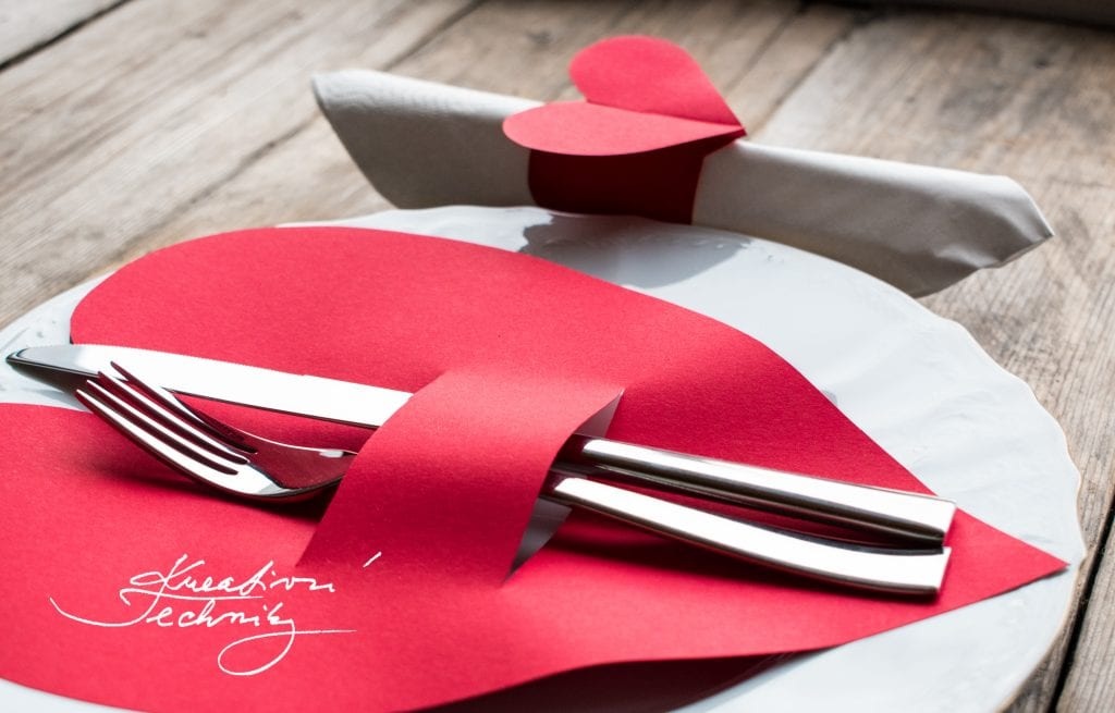 Valentýn, valentýnské dekorace nápady a návody, valentýnské menu, DIY, valentýnské tvoření, šablona srdce, výroba valentýnské dekorace, DIY dekorace, svátek zamilovaných, svátek svatého Valentýna