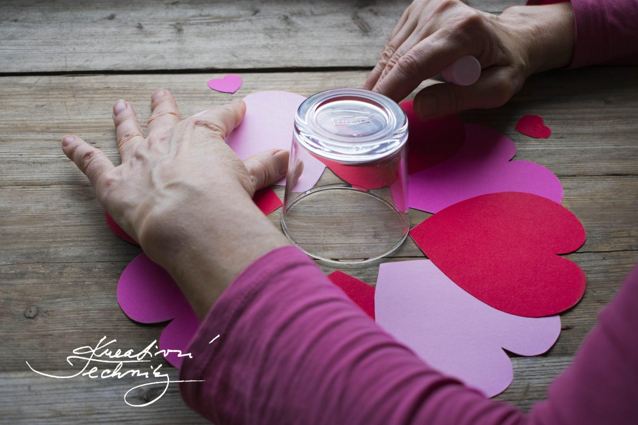 DIY, valentýnské tvoření, valentýnská dekorace, věnec na dveře, dekorace do okna, valentýnská dekorace, srdce, srdce ěablona, Valentýn, svatý Valentýn