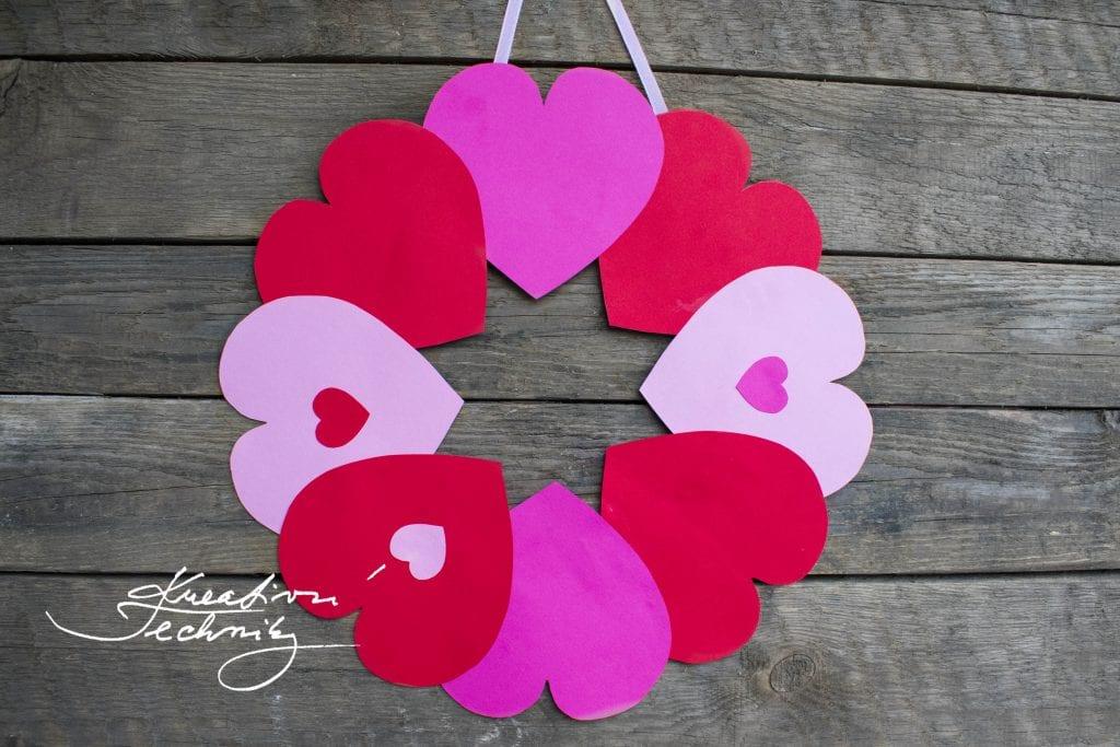Tvoření valentýnské dekorace, DIY, valentýnská dekorace, věnec na dveře, Valentýn, srdce, šablona