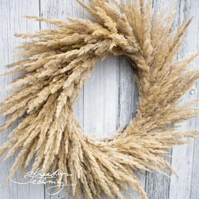 Boho styl dekorace: nadčasový věnec z trav