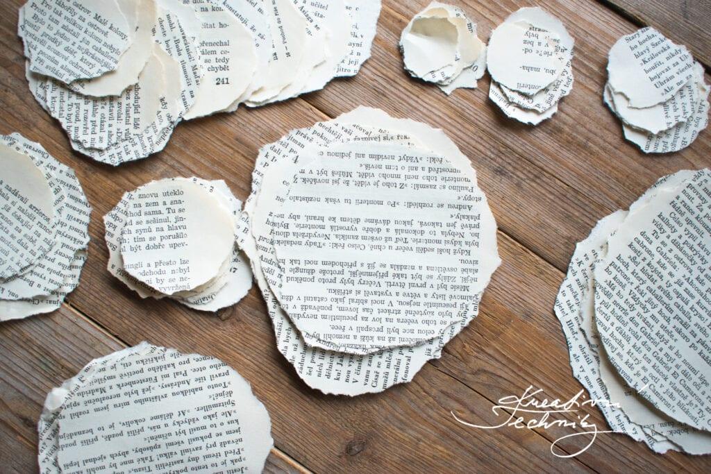 Vánoční stromeček z papíru. DIY návod. Vánoční tvoření s dětmi. Vánoční stromek z papíru. Vánoční výzdoba z papíru. Vánoční dekorace z papíru. Vyrábění z papíru. Papírové stromečky. Papírový stromeček. Kreativní tvoření z papíru. Tvoření z papíru. Vyrábění z papíru. Recyklace. Výrobky z papíru. Skládání z papíru. Vánoční ozdoby z papíru. Papírové vánoční ozdoby. Výroba vánočních ozdob z papíru. Papírové ozdoby na stromeček. Vánoční ozdoby z papíru návod. Jak vyrobit vánoční ozdoby z papíru. Papírové vánoční ozdoby návody. Výroba papírové vánoční ozdoby. Vánoční ozdoby z papíru andílky. Vánoční tvoření z papíru. Vánoční výrobky z papíru. Výroba vánoční dekorace z papíru.