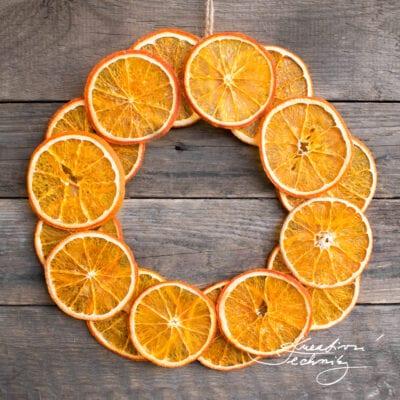 Vánoční věnec ze sušených pomerančů