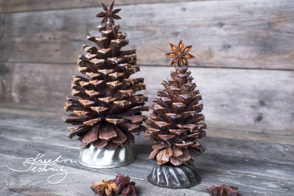 Dekorace ze šišek. Vánoční dekorace ze šišek. DIY. Inspirace a návody na tvoření ze šišek. Borové šišky. Vánoční ozdoba. Vánoční dekorace. Vánoční výzdoba. Vyrobit dekorace ze šišek. Výrobky ze šišek. Podzimní dekorace ze šišek. Vánoční stromek. Vánoční stromeček.Výrobky z borových šišek. Šišky. Tvoření. Vánoční tvoření.