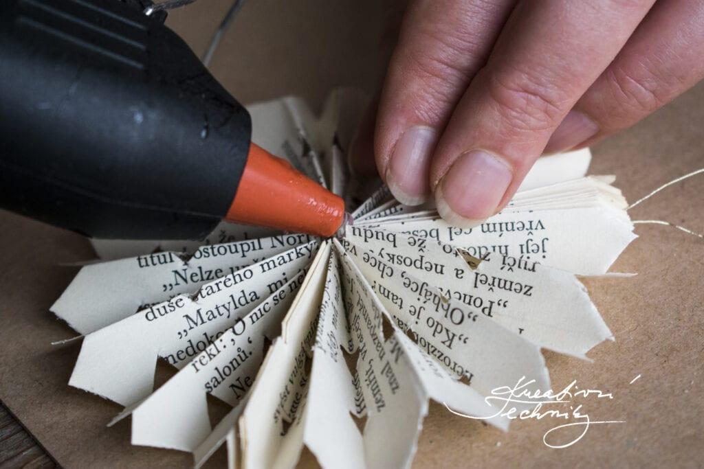 Vánoční ozdoby z papíru. Papírové vánoční ozdoby.  DIY. Návod. Papírové ozdoby na stromeček. Vánoční ozdoby z papíru návod. Jak vyrobit vánoční ozdoby z papíru. Papírové vánoční ozdoby návody. Výroba papírové vánoční ozdoby. Vánoční ozdoby z papíru andílky. Vánoční tvoření z papíru. Vánoční výrobky z papíru. Výroba vánoční dekorace z papíru. Výrobky z papíru. Tvoření z papíru. Vyrábění z papíru. Skládání z papíru. Vánoční ozdoby z papíru. Výroba papírové vánoční hvězdy. Vánoční hvězda z papíru návod. Hvězda z papíru. Vánoční hvězdy z papíru. Výroba papírové hvězdy. Hvězda z papíru návod. Papírová vánoční hvězda návod. Výroba vánoční papírová hvězda. Vánoční papírové hvězdy návod. Papírové hvězdičky. Vánoční hvězdičky z papíru. Hvězdičky z papíru. Hvězdička z papíru. Výroba papírových hvězdiček.