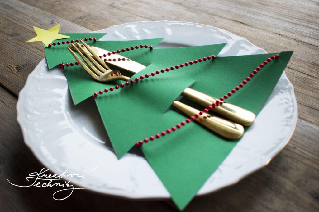 Výroba vánoční dekorace na stůl. Vánoční dekorace svícny na stůl. Levné vánoční dekorace. Vánoční výzdoba. Krásné vánoční dekorace. Vánoční stromek. Vánoční stromeček. Moderní vánoční dekorace na stůl. Vánoční dekorace na stůl inspirace. Vánoční dekorace. DIY. Vánoční dekorace na stůl. Vánoční dekorace výroba. Výroba vánoční dekorace. Vánoční dekorace inspirace. Výroba vánočních dekorací. Návod. Vánoční tvoření s dětmi: Vánoční stromeček. Vánoční tvoření z papíru. Vánoční dekorace z papíru. Vánoční výrobky z papíru. Výroba vánoční dekorace z papíru.