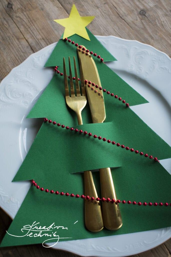 Vánoční dekorace na stůl inspirace. Výroba vánoční dekorace na stůl. Vánoční dekorace svícny na stůl. Moderní vánoční dekorace na stůl. Vánoční dekorace. DIY. Vánoční dekorace na stůl. Vánoční dekorace výroba. Výroba vánoční dekorace. Vánoční dekorace inspirace. Výroba vánočních dekorací. Levné vánoční dekorace. Vánoční výzdoba. Krásné vánoční dekorace. Vánoční stromek. Vánoční stromeček. Vánoční tvoření s dětmi. Vánoční dárky pro děti. Vánoční vyrábění s dětmi. Vánoční tvoření pro děti. Návod. Návody. DIY. Vánoční tvoření z papíru. Vánoční dekorace z papíru. Vánoční výrobky z papíru. Výroba vánoční dekorace z papíru.