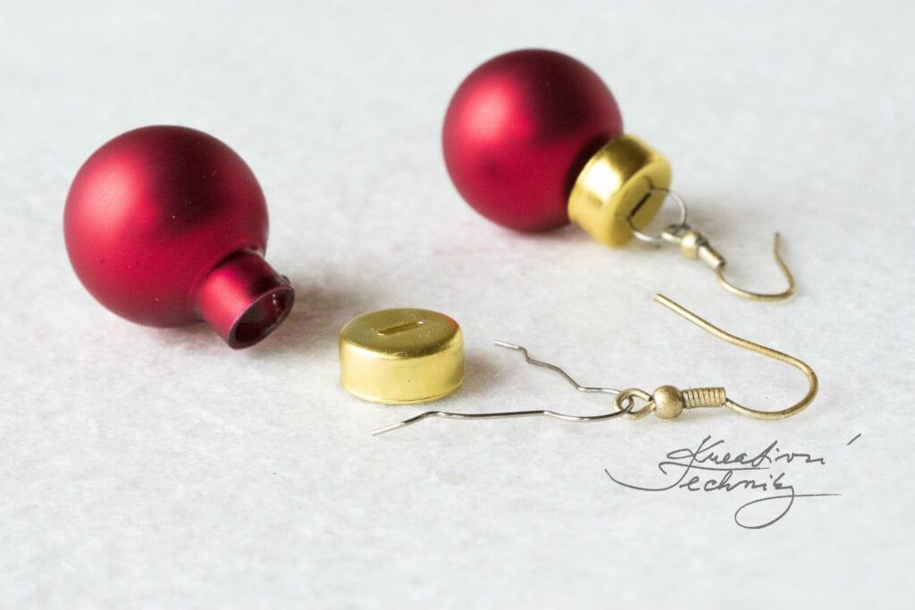 Vánoční tvoření s dětmi. DIY vánoční dárek. Levný vánoční dárek. Vlastnoručně vyrobený dárek. Vánoční koule. Vánoční baňky. Náušnice s vánočním motivem. Náušnice vánoční. Vánoční kouličky náušnice. Výroba náušnic. Náušnice ruční výroba. Náušnice vánoce. Vánoční motiv. Dámské vánoční náušnice. Lesklé banky. Skleněné vánoční ozdoby. Bižuterní komponenty. Náušnice. Dětské náušnice. Visací náušnice. Dámské náušnice. Náušnice levné. Vánoční bižuterie. Návod. DIY. Bižuterie s vánoční tématikou. Vánoční šperky. Šperky s vánočním motivem. Výroba bižuterie. Bižuterní komponenty. Afroháčky. Komponenty náušnice. Očko na vánoční ozdoby s kaplíkem. Záponky s kaplíkem. Očka na baňky.
