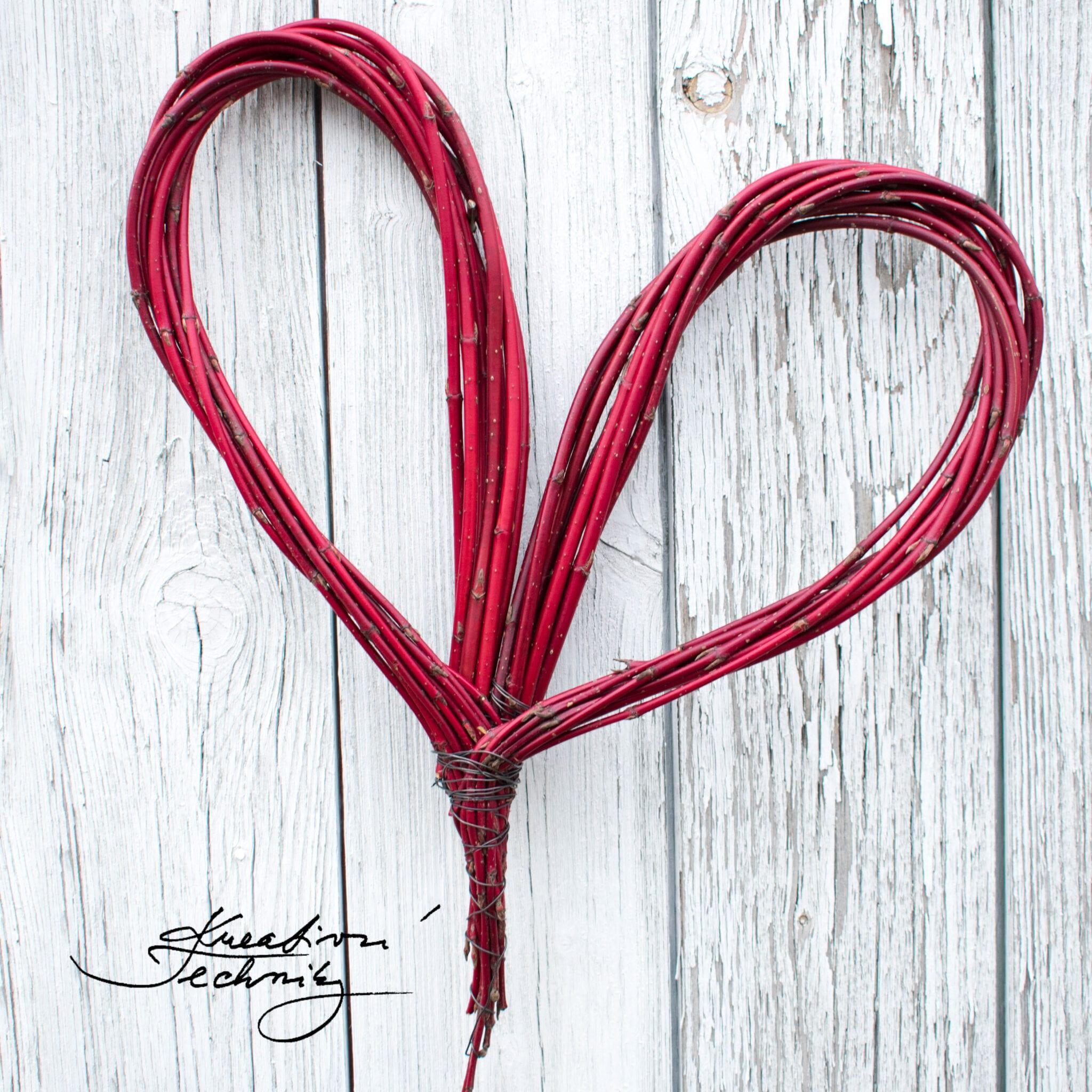 Věneček. Věnec na dveře. Jarní dekorace. Jarní věnec. Srdce. Věnec ve tvaru srdce. Jarní dekorace inspirace. Výroba dekorace. DIY návody, nápady, inspirace na tvoření. Výroba jarní dekorace. Jarní dekorace do bytu.