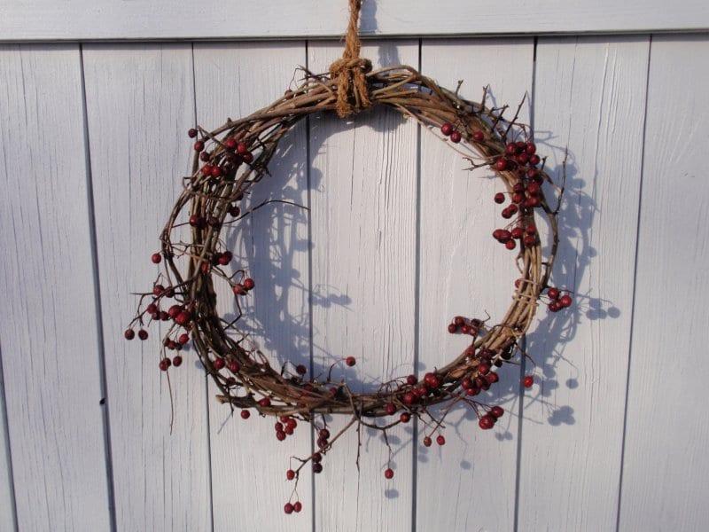 Vánoční věnec na dveře,. Výroba podzimní dekorace na dveře. Vánoční dekorace na vchodové dveře. Zimní dekorace na dveře. Dekorace na vchodové dveře. Dekorace na dveře. Vánoční dekorace na dveře, podzimní dekorace na dveře. Vánoční věnec na dveře inspirace. Zimní věnec na dveře. Celoroční věnec na dveře. Moderní vánoční věnec na dveře. Podzimní věnec dekorace na dveře. Podzimní věnec na dveře. Vánoční výzdoba. Návod, inspirace, tipy na vánoční dekorace. Ručně dělané vánoční dekorace. Výroba vánoční dekorace nápady.